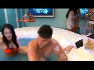 Claudia Alende e Indianara Carvalho na Banheira do Superpop