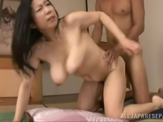 He lays the pipe to a Japanese MILF then cums inside her