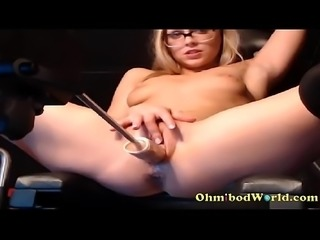Camgirl Gets Fucked by Sex Machine