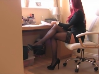 WOMAN - MANAGER IN NYLON STOCKINGS