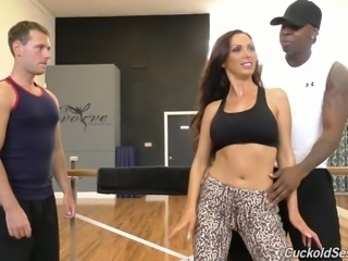 Sizzling hot and sporty white chick with big breasts starts interracial...