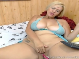 Mature cam slut loves to show you her wet milf pussy