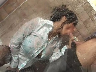 Hot fuck with latina in bath
