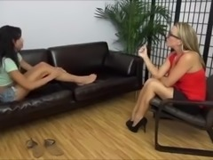 Arianna And Her Therapist Lick Their Feet