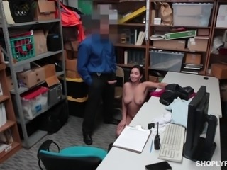this sexy kleptomaniac pleases the officer