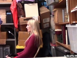 Sierra Nicole blowjob the LP Officer infront of her mom