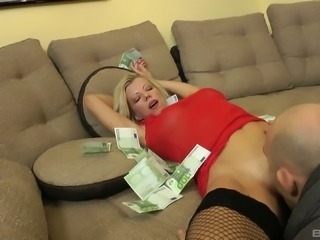 Busty whore Lara De Santis has money thrown on her as she gets boned