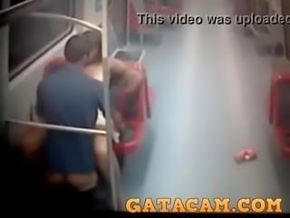 Sexo com a piranha do metro