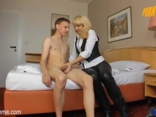 Porn Me - Milf besorgt es im hart im Hotelzimmer