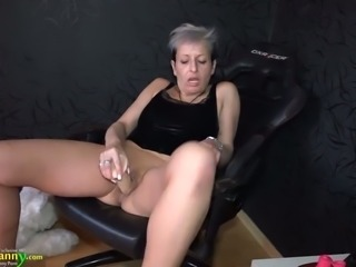 Sandra knows how to use her sex toys and she looks amazing on screen