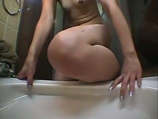 She washes her hairy pussy in the bathtub homemade video