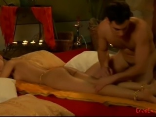 Indian sex queen gets naked for a man's warm touch