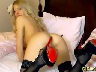 Lovely Camgirl ZeeAshleyDoll shows and plays with dildo on Cam