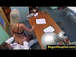 Astonishing babe dickriding her doctor