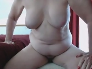 Mature lady with pallid saggy boobies masturbated her mature cunt