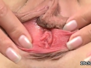 Erotic kitten is gaping yummy cunt in closeup and climaxing9
