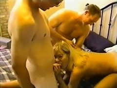 Amateur homemade hardcore threesome with cumshot