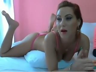 Dazzling amateur bae fingering her pussy on webcam