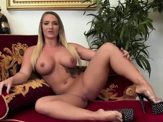 Chastity Lynn loves to get nailed
