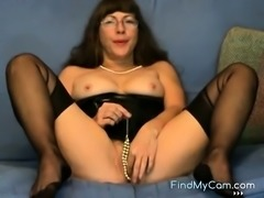 Pussy games in cam by a mature fetish Lady in FFS Nylons