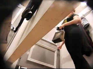 Alluring milf exposes her wonderful ass in the dressing room