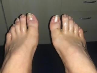 Oiled glittery Feet