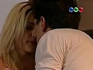 Escena de sexo de Calu Rivero en El Elegido (1)