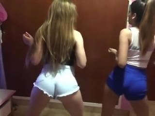 Novinhas Mexicanas Dancando Reggaeton de Shortinho