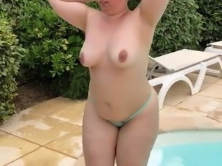 Ma BBW sort de la piscine 2