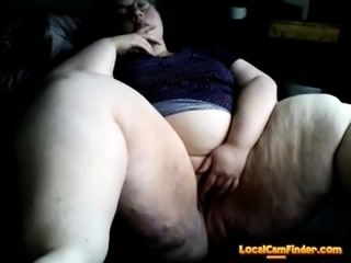 Young SSBBW fingering her pussy