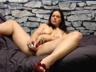 Milf's 2 orgasms: 1 ruined, 1 normal