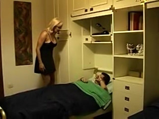 HORNY ITALIAN MOM ANALYSED BY HER LAZY SON - ROLEPLAY  -JB$R