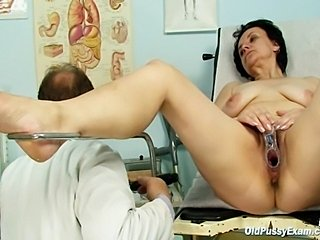 Miriam visiting her gyno doctor friend who is opening and gaping her old...
