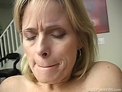 Mature amateur has an orgasm  free