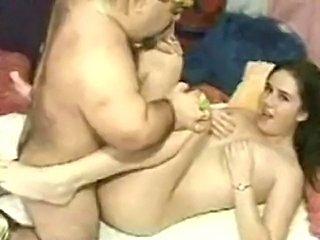 Kacey Baise Avec un Nain !